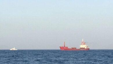 صورة تل أبيب تحمّل إيران مسؤولية تفجير سفينة شحن إسرائيلية