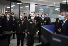 """صورة وزير الدفاع التركي  يجري جولة تفقدية في شركة""""هافيلسان""""للصناعات الدفاعية"""