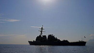 """صورة مدمرتان تغادران القاعدة البحرية الأمريكية بخليج""""سودا"""" اليوناني"""